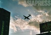 【市街地の上空を飛ぶ自衛隊P-3C対潜哨戒機】