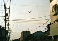 【住宅街の上を飛ぶ自衛隊P3C対潜哨戒機.JPG 】