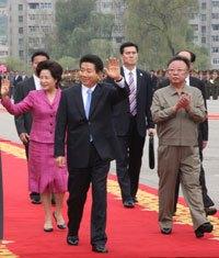 韓国から支援が入ると同時に、中国経由で密輸される韓流ドラマの影響で、北朝鮮民衆の意識はすっかり韓国に傾いてしまった。(2007年10月 北朝鮮を訪問した盧武鉉大統領 韓国青瓦台HPより)