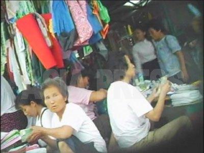 賑わいを見せる「抑制措置」前の平壌の船橋総合市場。(2007年8月平壌船橋市場 リ・ジュン撮影)
