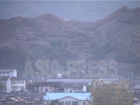 朔州村は海抜5 0 0メートルの盆地だ。 その周囲を、1 0 0 0メートルを超える山々が取り囲んでいる。