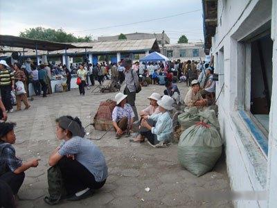 食糧価格は1年で2倍以上になった。10年ぶりの食糧危機に平壌市民は何を思うか。平壌市寺洞(サドン)区域にある松新(ソンシン)市場。(2008年6月末 ペク・ヒャン撮影)