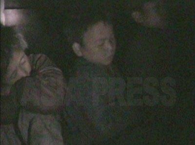 公園で夜を過ごしていた3人のコチェビの子供たち。(2008年10月海州市 シム・ウィチョン撮影)