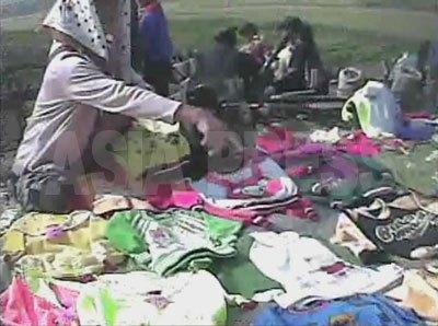 農村地域で露天で開かれた市にも中国製品が豊富に並べられていた。(2008年10月銀泉(ウンチョン)郡 シム・ウィチョン撮影)