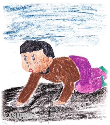 3歳のコチェビ 顔から両手、両足までパンパンにむくんではれ上がったコチェビの子ども。食べ物を探して地面をはい回るわずか3歳にしかならない幼い子…。この哀れな幼子はいつひもじさをしのぐことができるのでしょう。 ―キルス