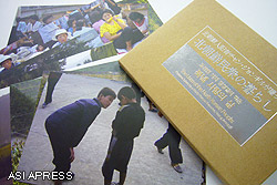 ポストカード(はがき)は12枚セット。いずれも北朝鮮人チャン・ジョンギルが国内各地をまわって撮影した写真。