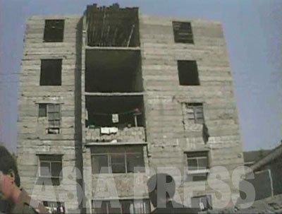 3階から5階は、まだ壁も塞がっていない建設中のアパートだが……