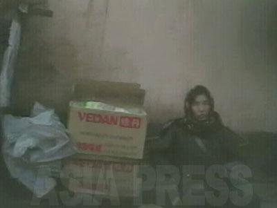 箱の「VEDAN(味丹)」の商標はベトナムにある台湾資本のもの。おそらく売っているのは化学調味料(グルタミン酸)。