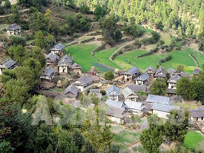 ロルパ郡コトガウン村の集落。(撮影:小倉清子)