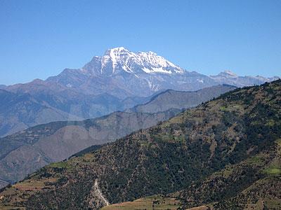 ルクム郡の最高峰シスネ山。(撮影:小倉清子)