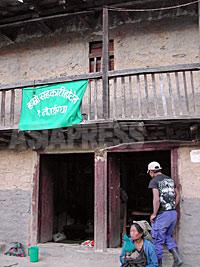"""タバン村に着いてすぐに連れて行かれた""""ハムロ・サハカリ・ホテル""""。(2003年3月 撮影 小倉清子)"""