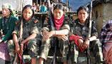 2006年3月にタバン村を訪ねたときに会った女性ミリシア。このころになると、マオイストの武装勢力には大勢の女性がいた。(撮影 小倉清子)