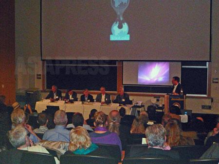 Rava And David Logan Investigative Reporting Symposium(ラヴァ&デイヴィッド・ローガン調査報道シンポジウム) の様子。 テーマは「The War on WikiLeaks(ウィッキーリークスに対する戦争)」だった。 / 2011年 UCバークレーにて