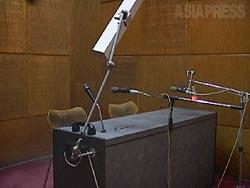 ザルミーナの処刑の前日、競技場で公開刑の執行があることが国営ラジオで告げられた。放送はこのアナウンス室からおこなわれた。(2002年・カブール・撮影:玉本英子)