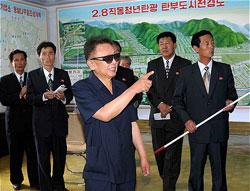 2009年8月に金総書記が直洞炭鉱を現地指導した際の写真。(朝鮮通信が配信した写真より引用)