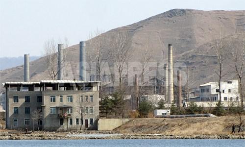 工場の煙突。煙は見えなかった。