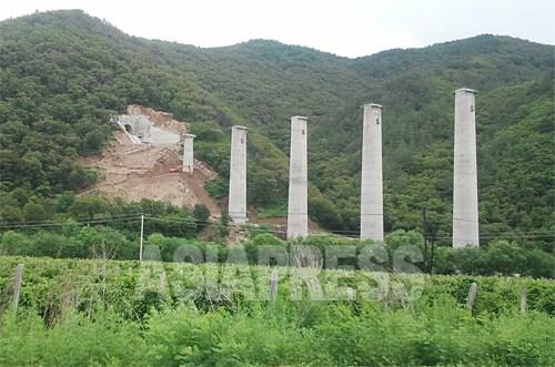 「和坪鉄道」総区間約42キロのうち、36%の区間がトンネルだ。ここでも線路はまだ敷かれていない。
