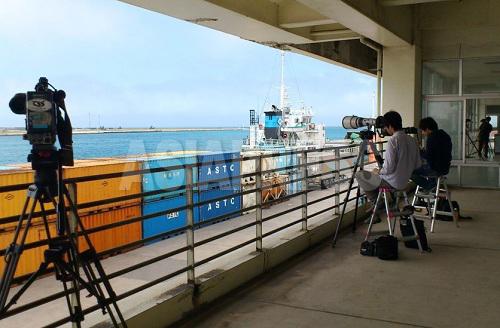 石垣港ターミナル。対岸にPAC3を臨む