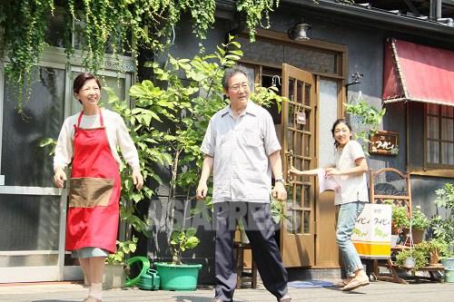 映画「かぞくのくに」では、父役の津嘉山正種さん、母役の宮崎美子さんの熱演が話題に上っている。(映画「かぞくのくに」より)
