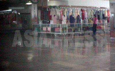 閑散とした婦人服売場。(写真はすべて2011年9月 ク・グァンホ撮影)
