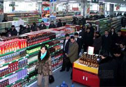 北朝鮮初のスーパーマーケット「光復地区商業センター」内部。バーコードシステムを初めて導入したという。「第一百貨店と競争してみよ」と死の直前の金総書記が述べたと「朝鮮新報」に紹介されている。(資料写真:2012年1月撮影 わが民族同士HP より)