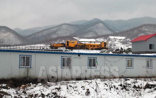 鉄道テスト用の黄色い車両。2012年11月 朴永民(パク・ヨンミン)撮影(アジアプレス)