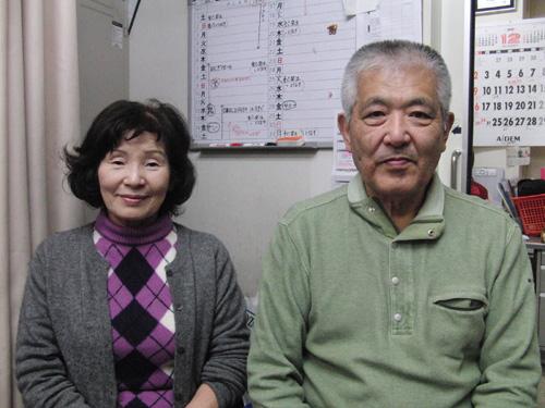 「息子さんを亡くした岡田さん夫妻」