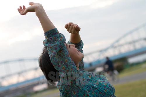 日本入りした脱北者として初めて大学を卒業したリ・ハナさん。写真:金慧林