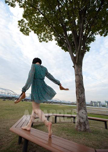 「北朝鮮から来たことを堂々と言える日が来てほしい」とリ・ハナさん。今年1月刊行の手記「日本に生きる北朝鮮人 リ・ハナの一歩一歩」は多くのメデイアに取り上げられた。写真 南正学