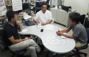 (左から)ハンさん、石丸次郎、チャンさん。 写真 南正学