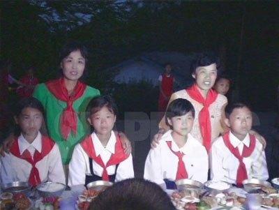 赤いスカーフが少年団の証。咸鏡北道の中学校の少年団幹部を対象としたキャンプにて。2006年7月 撮影:李準(リ・ジュン)