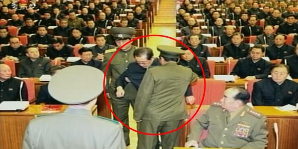 北朝鮮が公開した張成沢(チャン・ソンテク)の逮捕現場