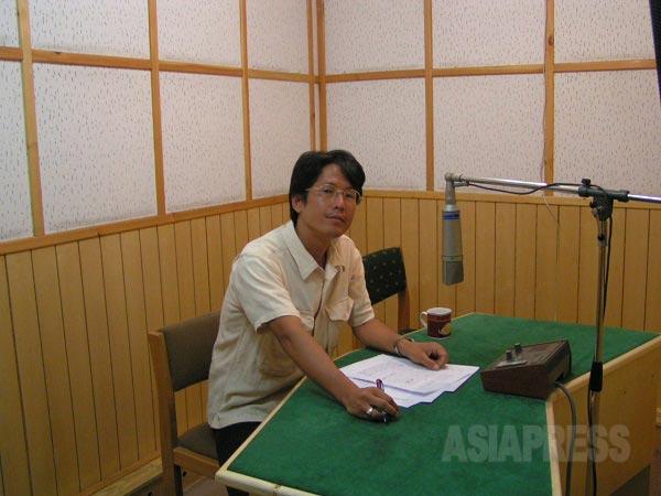 イラン国営放送ラジオ放送収録スタジオにて。