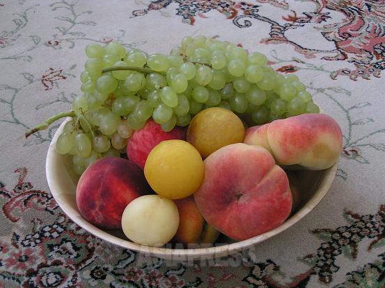 妊娠中、重たいイラン食は食べられないが、イランの安くて豊富な果物には助けられた。最もつわりが重い時期には、ミキサーでジュースにして飲んだ。(撮影筆者)