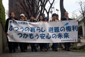 「原発賠償関西訴訟」の原告団。大阪に避難してきた人たちが国と東電を相手取って提訴した(撮影:新聞うずみ火)