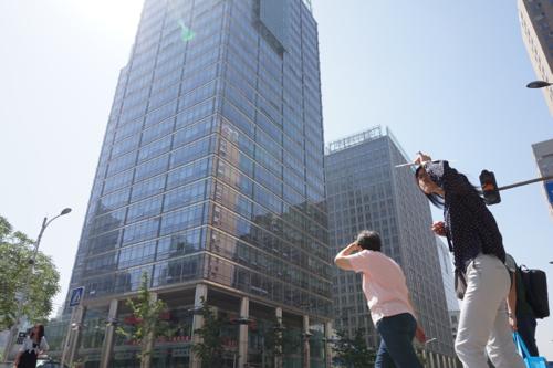 強い日差しが容赦なく照りつける。 撮影日2014年5月29日 撮影場所 金桐西路 撮影 宮崎紀秀
