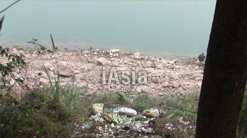 豚の死骸が投棄されていた場所. すでに死骸は回収されていた. 写真 2013年11月湖北省宜昌市