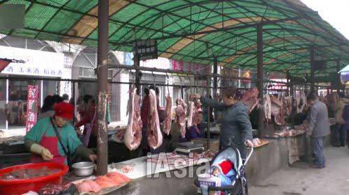 襄陽市にある農貿市場。 写真 2013年11月湖北省宜昌市