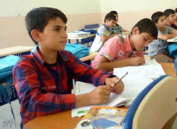 戦闘の続くシリアアレッポ県から、イラク北部アルビルへ逃れてきたオマルくん(14)。ガラワナ補習校の6年生に編入、週3回勉学に励む(2014年6月・西村梨沙さん撮影)