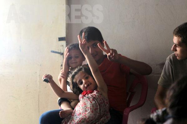 笑顔の陰で傷ついている子どもがたくさんいることを知ってほしい。(8月11日ガザ地区ハンユニスで) 撮影 古居みずえ)