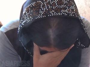 イスラム国に拉致され、脱出したヤズディ教徒の女性。ブシュラさん(24)はイスラム国の戦闘員との性行為を拒否したため、1歳半の息子を取り上げられ、4日後に戻された時には極度に衰弱し、その後死亡した。(イラク北部ザホーで9月12日撮影:玉本英子)