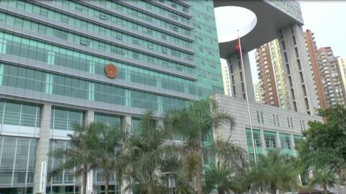 重慶市の第一中級人民法院。 雷元書記の初公判が開かれた(2013年6月19日、アイ・アジア)