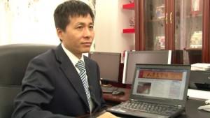 人民監督網を主宰する朱瑞峰さん  (2013年10月26日 北京、アイ・アジア)