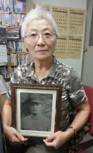 沖縄で戦死した父の軌跡を訪ねた片山美津子さん。(撮影:矢野宏)