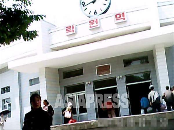 (参考写真) 大城区域には華僑が集住している。写真は大城区域の地下鉄楽園駅。2011年6月ク・グァンホ撮影 アジアプレス