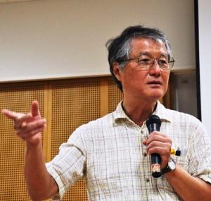 京都大学原子炉実験所の今中哲二さん。講演で「私たちはこれから100年、200年と、放射能汚染に付き合っていかなくてはならない」と話した。(2014年9月大阪市内にて撮影・樋口元義)