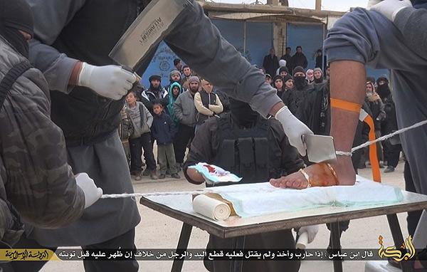 ラッカ以外の場所でもイスラム国が独自解釈した「イスラム法」に基づく処罰が行われている。窃盗罪は手足の切断刑。見せしめによる恐怖統治と、犯罪抑止効果などから公開で行われることが多いという。一部の厳格なイスラム諸国ではこうした刑が行われる場合もあり、IS独特の処罰方法というわけではない。イスラム国広報部門は、各都市での手足切断刑の写真をいくつか公開しているが、切断後、病院で処置を受ける様子もあわせて報告している。(IS映像)