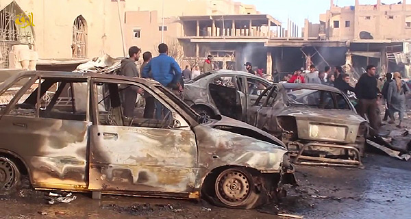 ISの「首都」ラッカは、アサド政権のシリア政府軍と、米軍主導の有志連合軍の双方の空爆にさらされている。IS戦闘員の軍事拠点だけでなく、住宅地にも爆弾が投下され、市民の犠牲も絶えない。シリア・ラッカ県(IS映像)