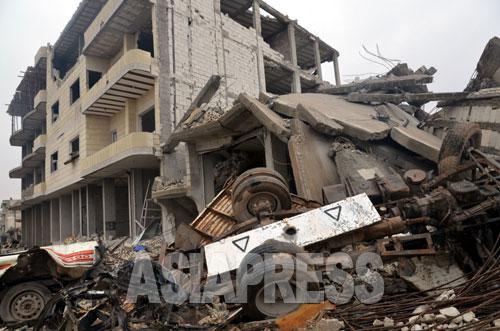 イスラム国戦闘員による自爆攻撃で破壊された建物(アレッポ県コバニ2014年12月下旬 玉本撮影)