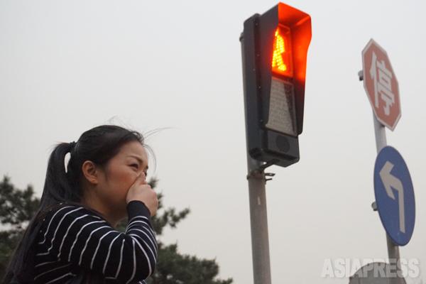15日北京に黄砂が飛来した。この13年来で最も激しい砂嵐になると予報 北京市建国門にて撮影 宮崎紀秀